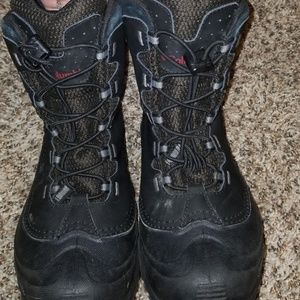 Columbia Shoes - Boys Columbia boots size 5.